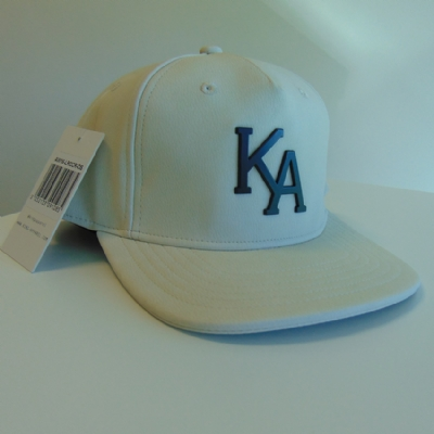 King Apparel Letterman Raven Snapback Cream